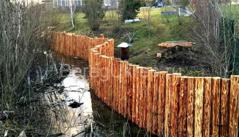 Укрепление берега лиственницей
